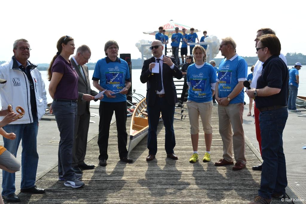 """Begrüßung der Teilnehmer der Benefiz-Regatta """"""""Rudern gegen Krebs"""""""" am 1. Juni 2013 in Kiel durch Ministerpräsident Torsten Albig"""