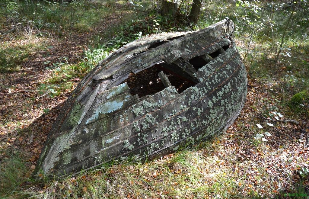 reparaturbedürftiges Holzboot
