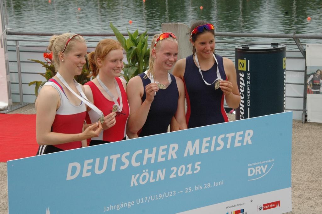 Deutsche Jugendmeisterinnen im Doppelvierer bei der Siegerehrung
