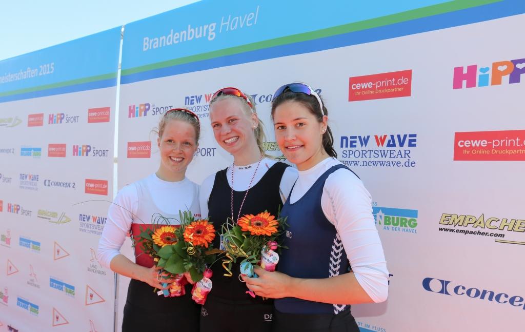 Siegerehrung im Juniorinnen-Einer: Frieda Hämmerling vor Annemieke Schanze und Katharina Börms