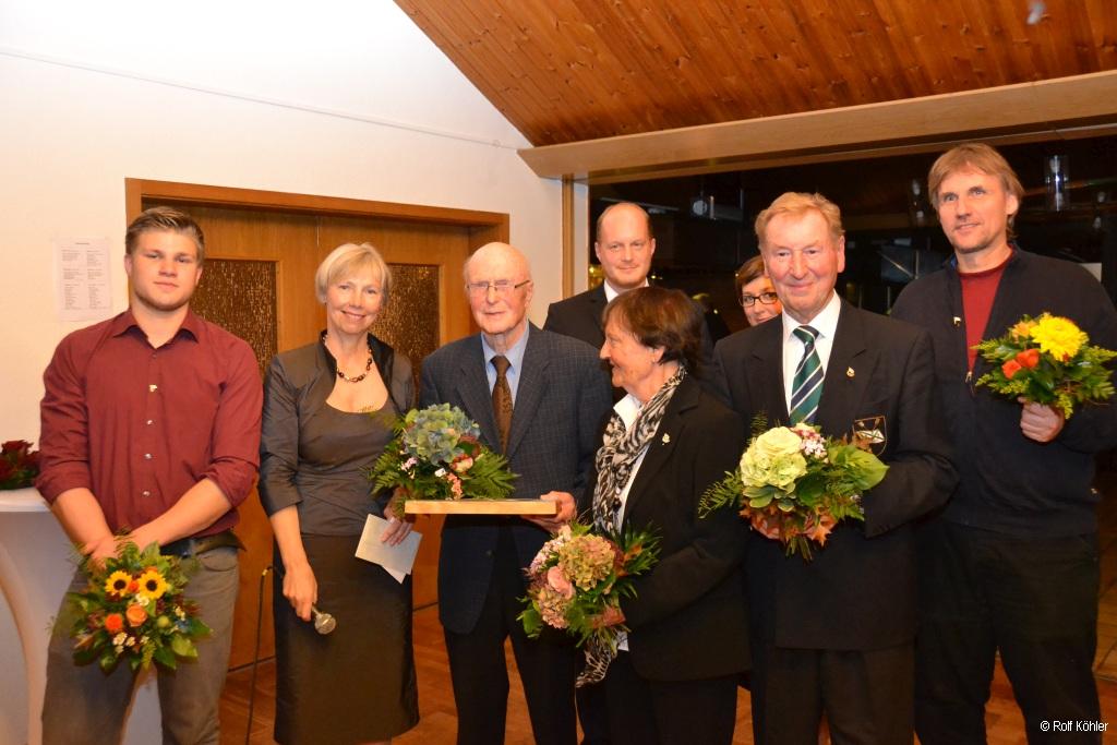 Jubilare werden von der 1. Vorsitzenden auf dem 133-jähriges Stiftungsfest der Rudergesellschaft Germania Kiel am 7. Nov. 2015 geehrte