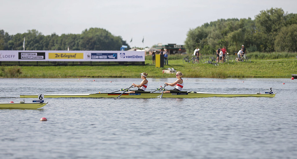 Julia Leiding (links, Rostocker RC) und Frieda Hämmerling (RG Germania) Finale Doppelzweier U23-WM in Rotterdam am 26. August 2016